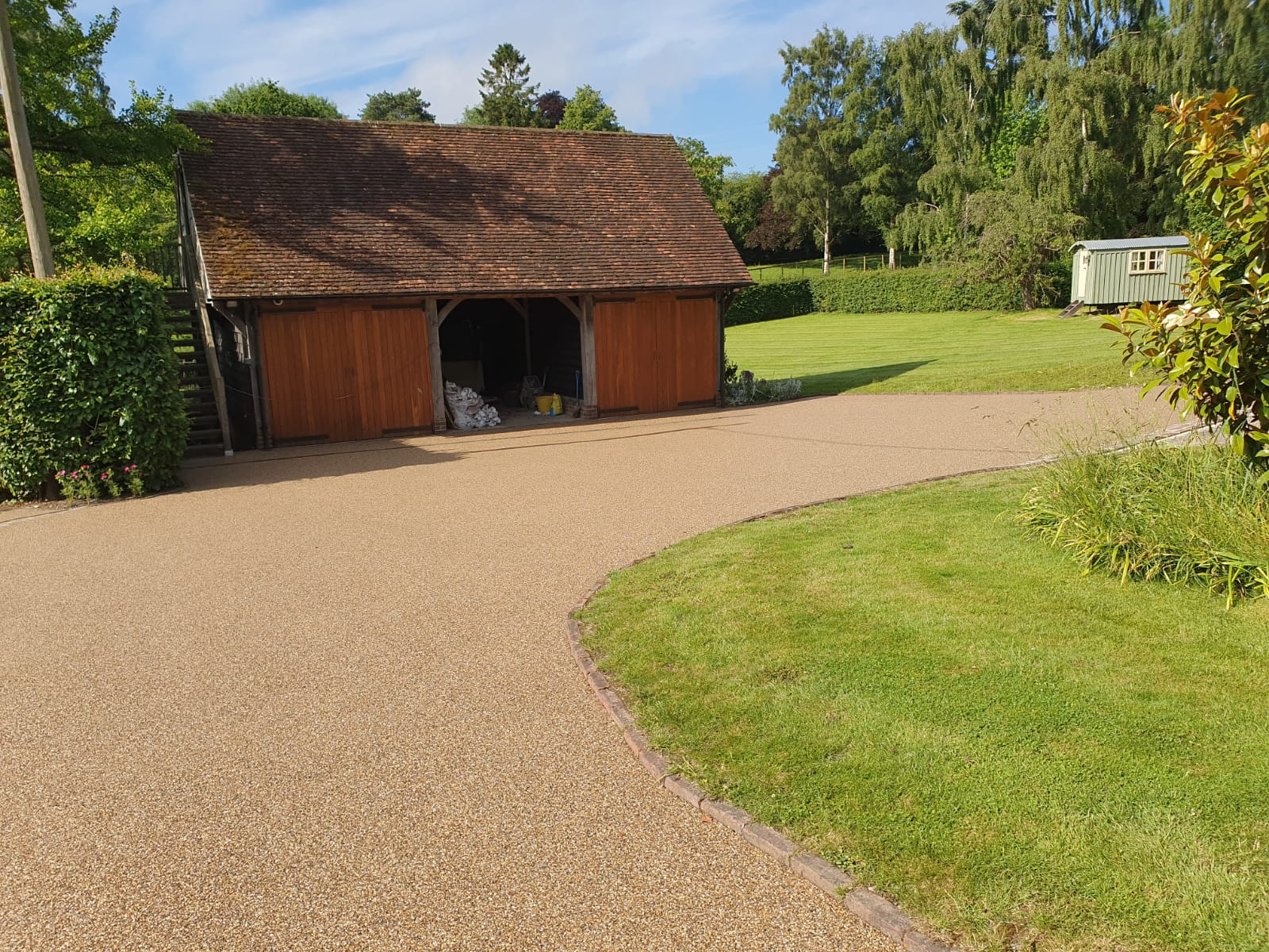 Kings Hill resin bound driveway installer